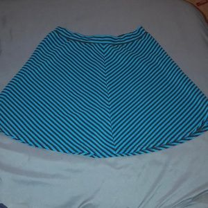 Dresses & Skirts - BLACK AND BLUE FLOWING MINI SKIRT SIZE M